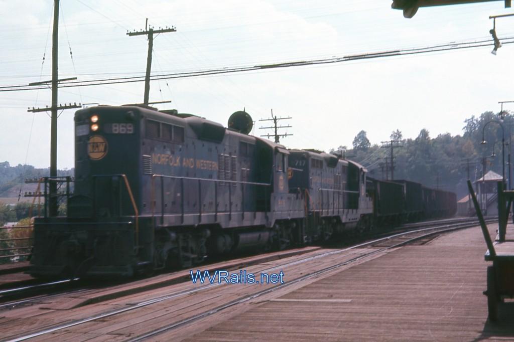 Kenova007 GP9 869 Sep 1967